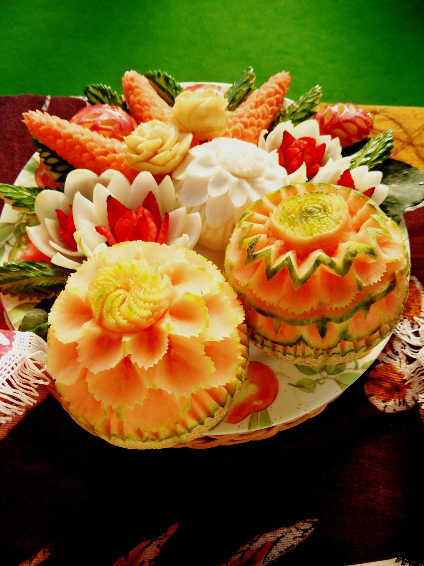 Sculpture sur fruits et légumes par Sawitree Renaux